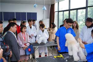 湖北生物科技职业学院:坚持校企合作 培养宠